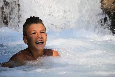 Foto_ragazzo_piscina_B&B_Eremo_Gioioso