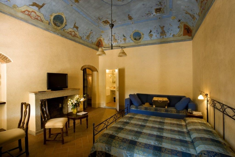 Foto_camera_affrescata_hotel_Corallo