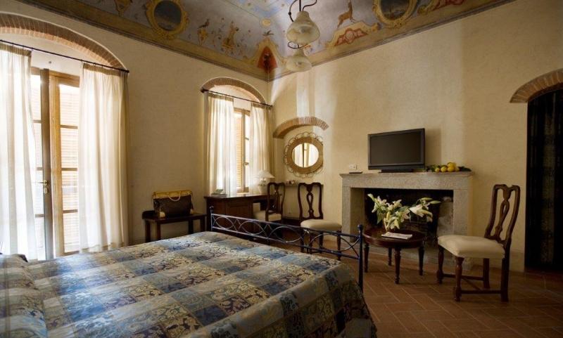 Foto_camera_caminetto_hotel_Corallo