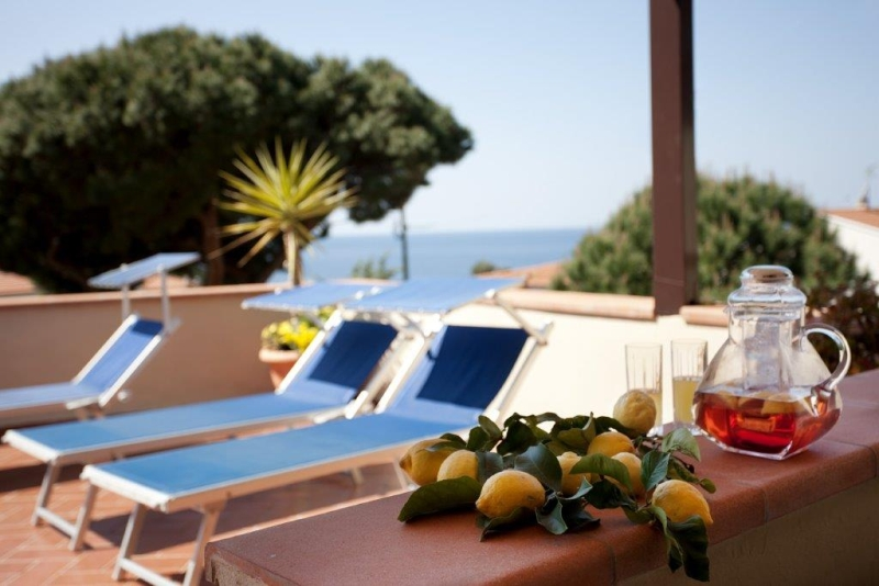 Foto_sdraio_terrazza_hotel_Corallo