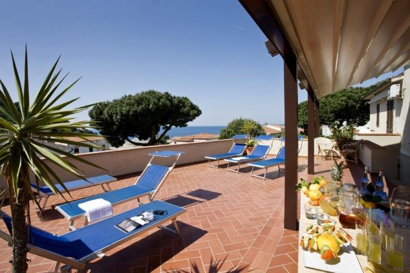 Foto_terrazza_solarium_hotel_Corallo