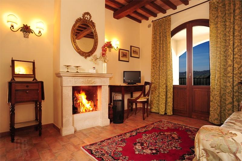 Foto_camera_Alloro_camino_hotel_Fonte_del_Cerro