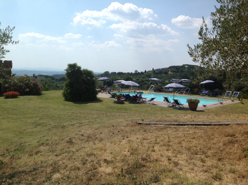 Foto_panoramica_piscina_agriturismo_La_Palazzina