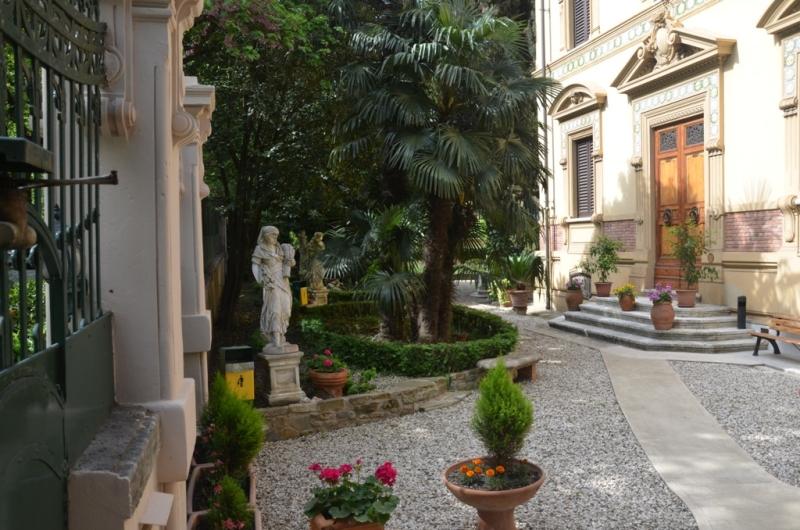 Foto_ingresso_giardino_Istituto_Suore_Rave_Di_S_Elisabetta
