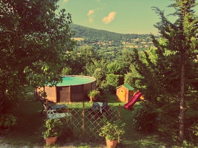 Foto piscina e giardino