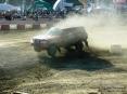 4x4 Fest 2009 - Carrara (MS), 10-11 ottobre 2009 - Spettacolare scatto di un Nissan Patrol con quattro ruote per aria all