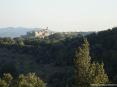 Caldana (GR) - Avvicinandosi da nord da Follonica e Gavorrano percorrendo una tortuosa strada fra i boschi ad un certo punto si nota il paese di Caldana con il suo fiero campanile e la fortificazione antica attorno