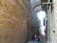 Caldana (GR) - Attorno alla imponente struttura della chiesa di San Biagio si snodano una serie di stretti vicoli molto suggestivi.
