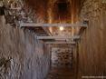 Caldana (GR) - le particolari cantine sotterranee scavate nella roccia sotto alle case del paese scendono nel sottosuolo per diversi metri e offrono un clima fresco e umido