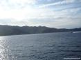 Canale di Piombino (LI) - Il tratto di costa tra Portoferraio e il Cavo. Sullo sfondo il monte e il castello del Volterraio