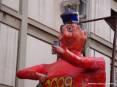 Carnevale Piombino 2009 - Primo piano di Cicciolo, il Re Carnevale piombinese con la sua maglia rossa, la faccia simpatica e l
