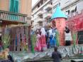 Carnevale Piombino 2009 - I bimbi mascherati come i personaggi della fiaba di Shrek lanciano coriandoli a ritmo di musica dal carro della Associazione Tolla