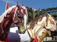 Carnevale di Viareggio (LU) 2008 - Stupendi cavalli trainano il carro In nome di chi...