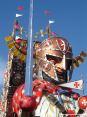Carnevale di Viareggio (LU) 2008 - I colori vividi dei carri si stagliano nel cielo azzurro della Versilia (Guerriero - In nome di chi...)