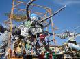 Carnevale di Viareggio (LU) 2008 - Inquietante questo macabro carro di Alfredo Ricci - Ogni scarrafone è bel a mamma soia!!!