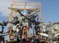 Carnevale di Viareggio (LU) 2008 - Il carro di Alfredo Ricci - Ogni scarrafone è bel a mamma soia!!! raffiugura un enorme scrafaggio con in bocca un ciuccio.