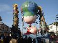 Carnevale di Viareggio (LU) 2008 - Davvero macabro, ma spettacolare questo carro.