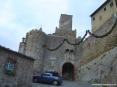 Castiglione della Pescaia (GR) - Via Montebello entra nella porta antica di Palazzo Centurioni