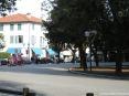 Forte dei Marmi (LU) - Piazza Marconi nel centro della città. A Forte dei Marmi è normale veder sfrecciare o trovare parcheggiate costose auto di lusso. Sullo sfondo si riconosce una bella Lambo!