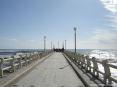 Forte dei Marmi (LU) - Foto del famoso pontile del Forte in una chiara ventosa giornata di primavera. Il pontile rappresenta una tappa obbligata durante una passeggiata.