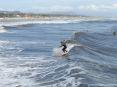 Forte dei Marmi (LU) - Foto dal pontile verso la spiaggia sud del paese. Un surfista sta cavalcando un