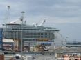 Independence of the seas - Royal Caribbean nel porto di Livorno - La nave da crociera più grande del mondo.