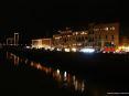 Luminara San Ranieri 2008 Pisa (PI) - Su Lungarno Simonelli ci sono bancarelle che vendono panini, dolciumi e bibite fresche