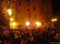 Luminara San Ranieri 2008 Pisa (PI) - Centinaia di ragazzi e ragazze ballano in piazza La Pera al ritmo di allegre canzoni