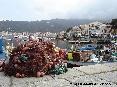 Marciana Marina (LI) - Al molo del porto attraccano molti pescherecci. In primo piano una rete da pesca
