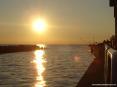 La foce del fiume Cecina e quindi uscita del porticciolo puntano ad ovest verso il mare aperto incontro al tramonto