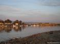 Marina di Cecina (Cecina Mare) (LI) - I colori del sole al tramonto si rispecchiano sulle calme acque del fiume Cecina, colorando l