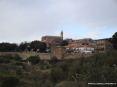 Montalcino (SI) - Vista del paese dal basso, dal parcheggio auto. Si notano le bellissime mura difensive del XIII secolo immerse nel verde della campagna toscana