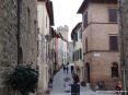 Montalcino (SI) - Una vista di via Ricasoli con lo sfondo della Fortezza