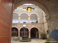 Montalcino (SI) - Il cortile interno di Palazzo Pieri nel cuore del paese. Nel palazzo tra il 1555 e il 1559 si insediò la sede della guranigione francese inviata direttamente dall