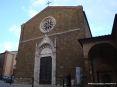 Montalcino (SI) - Prospetto della chiesa di S.Agostino. In stile romanico gotico fu costruita a partire dal 1360. Di pregio il portale e il rosone in marmo. sulla destra si nota l