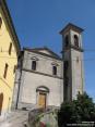 Monterchi (AR) - La chiesa principale del paese si erge maestosa oltre le tegole dei tetti.