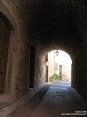 Monterchi (AR) - Archi a sasso e mettoni si alternano e si incrociano con i muri a pietra nelle viuzze del paese.