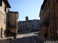 Monticiano (SI) - Una vista di via Agostino Barazzuoli che sale verso il cuore antico del centro del borgo partendo da piazza Sant