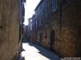 Monticiano (SI) - Via Vittorio Emanuele da piazza Giuseppe Garibaldi si addentra tra antiche abitazioni a sasso nella zona più suggestiva del paese costruita sulle rovine dell