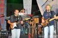 I Nomadi Tour 2009, 23 agosto 2009 a Castelnuovo Val di Cecina (PI) - Concerto per la vita. Da sinistra verso destram chitarrista, Beppe Carletti alla tastiera e Massimo Vecchi, voce e basso.