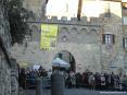 Sagra di Suvereto 2007, cinghiale, arte, cultura e folclore - Piazza Vittorio Veneto e la antica porta di accesso al paese