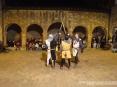42a Sagra di Suvereto 2009, Suvereto (LI) - I Cavalieri di Ildebrandino alzano le loro spade al cielo alla fine della loro spettacolare esibizione al centro del chiostro di piazza della Cisterna - Foto del 08/12/2009