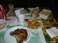 39° Sagra del carciofo 2008 a Riotorto (LI) - Secondi piatti e contorni: una bella bistecca alla brace, salsicce alla brace, patate fritte e carciofi fritti. Il servizio di posate non è di classe, ma la cena è davvero ottima!