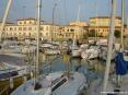San Vincenzo (LI) - Uno dei punti di forza del porto è la comodità e la vicinanza da spiagge e dal centro del paese coi suoi negozi e ristoranti