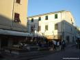 San Vincenzo (LI) - In piazza della Vittoria una barca a vela ricorda la natura marinara del paese