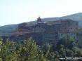 Sassetta (LI) - Vista del paese da una strada di accesso. Sui tetti svetta la cima del campanile della chiesa di Sant