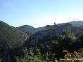 Sassetta (LI) - Vista panoramica del paese. Il borgo sorge su un ripido costone roccioso circondato da folti boschi e macchia mediterranea - Fotografia ottobre 2008
