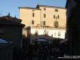 Sassetta (LI) - Il Palazzo Ramirez de Montalvo venne costruito su fondazioni esistenti nel XVI secolo per la famiglia Ramirez de Montalvo. La famiglia era di origine spagnola, si trasferirono a corte a Firenze al seguito di Eleonora da Toledo. A Firenze acquistarono potere fino a che Antonio Ramirez di Montalvo diventò uno dei più fidati cortigiani di Cosimo I, ricevendo in premio un grande palazzo fiorentino e il feudo di Sassetta. Il palazzo di Sassetta è stato ristrutturato nel XVIII secolo. Sulla prospetto è possibile ammirare un grande stemma familiare in pietra - Fotografia dicembre 2009