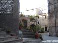 Sassetta (LI) - La Piazzetta della Chiesa è davvero piccola rispetto alla dimensione dell