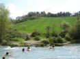 Saturnia Terme e paese (GR) - Le naturali vasche calcaree guardano verso splendide colline fiorite rimangono piuttosto riparate dal vento e sono esposte al caldo sole toscano.